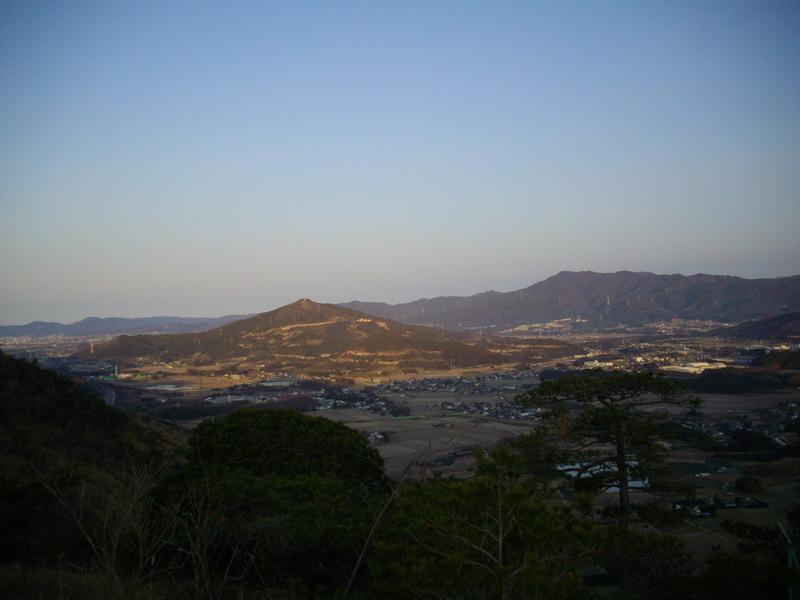 吉祥山を眺望
