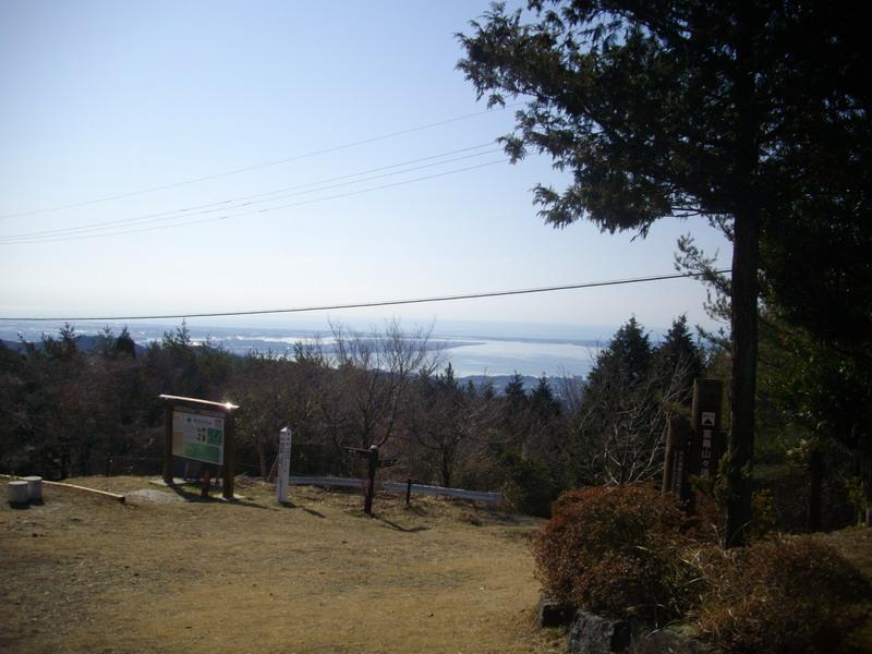 芝生の山頂