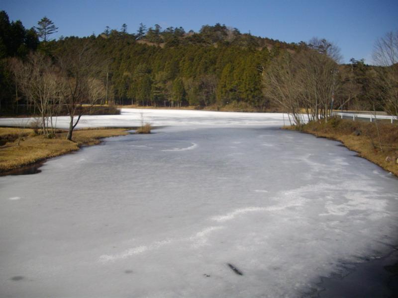 凍りつく段戸湖