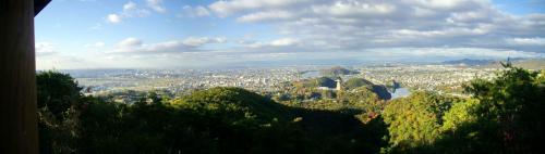 継鹿尾山(つがおさん)頂上