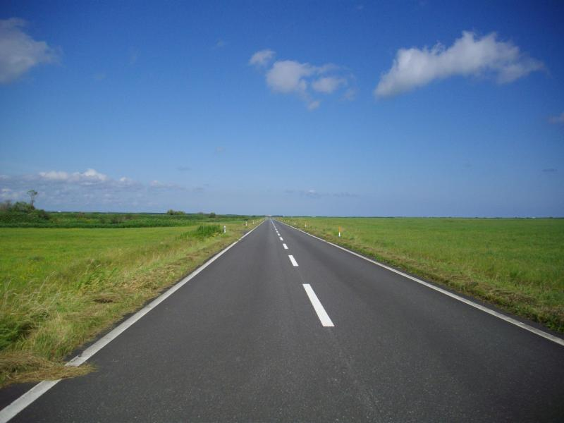 空の彼方へ続く道