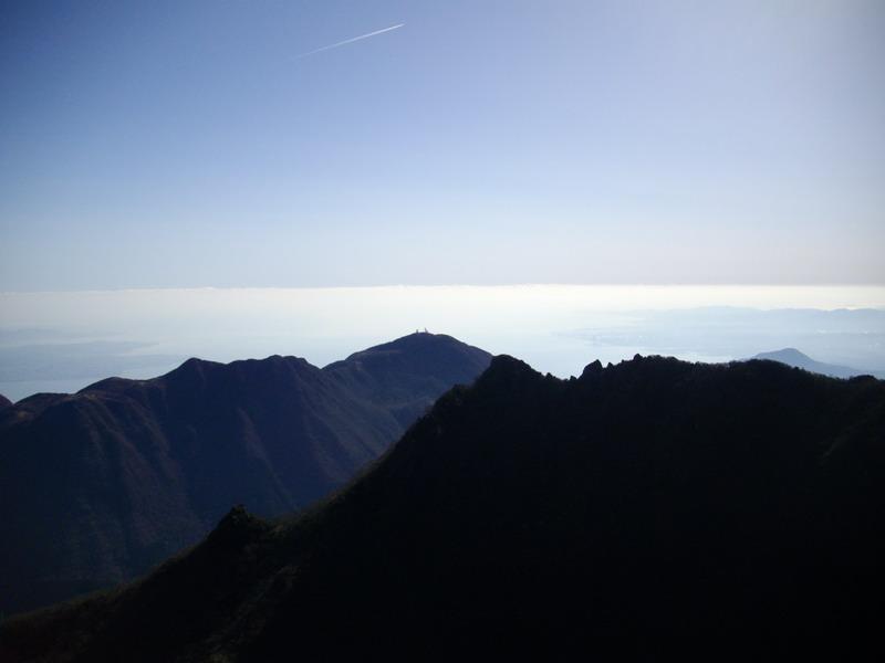 鶴見岳を望む