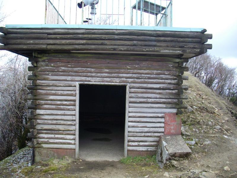 高見山山頂避難小屋