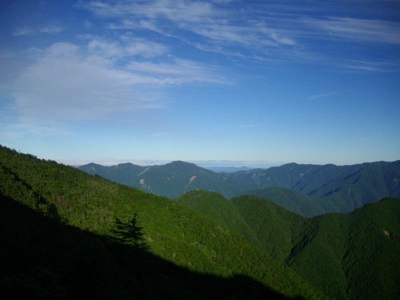 山の向こうに平野