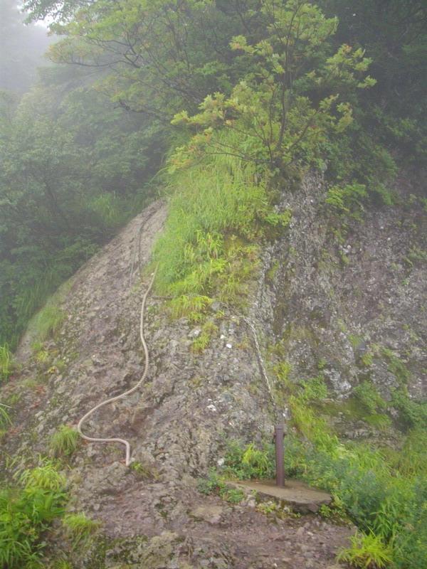 粟ヶ岳のやせ尾根